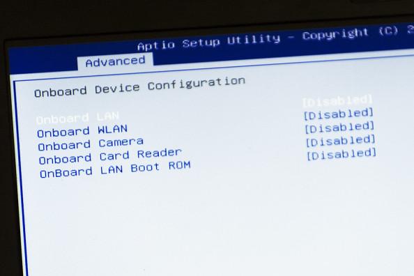 Wyłącz wBIOSie wszystkie urządzenia, które niesą niezbędne (czytniki kart pamięci, bluetooth itp.)