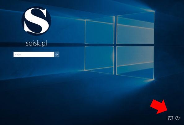 Widok ukrytego przycisku zasilania znajdującego się wprawym dolnym rogu ekranu logowania.
